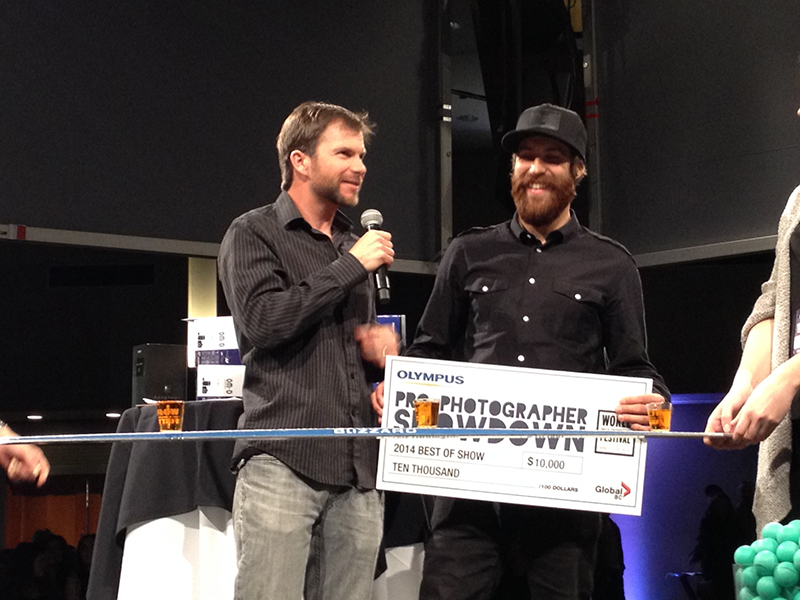 Frode Sandbech accepts his $10,000 cash prize.